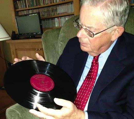 L'uomo che legge i solchi del disco in vinile